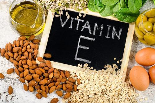 trị thâm môi bằng vitamin c