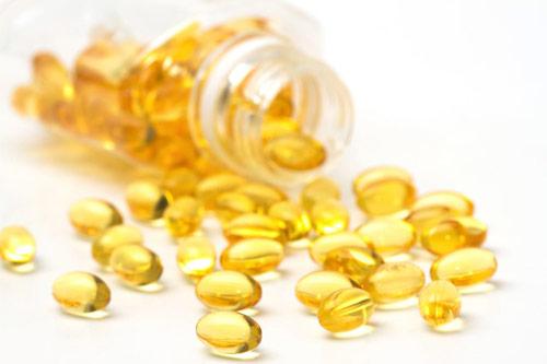 trị môi thâm bằng vitamin e